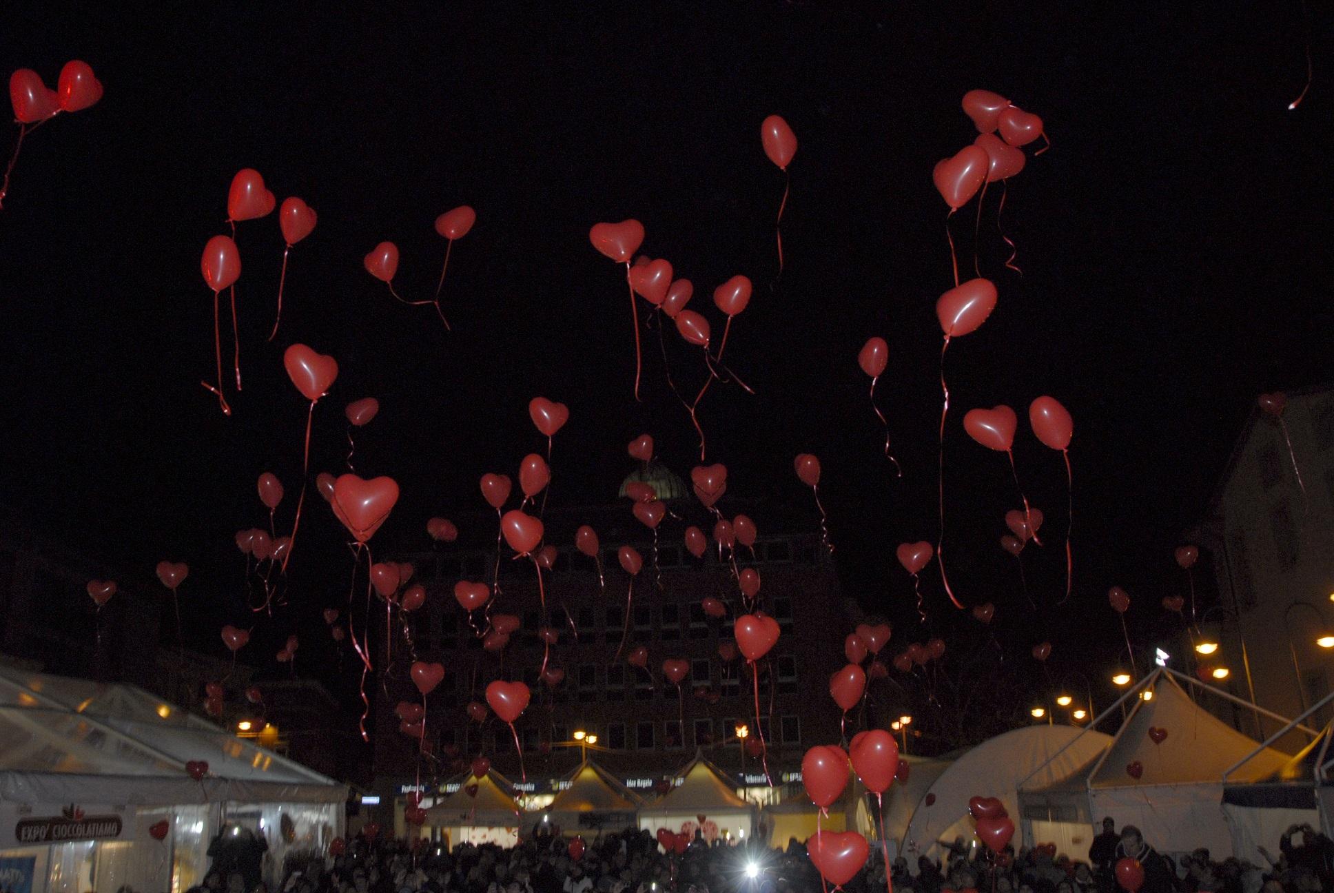 La città di San Valentino in festa per celebrare il giorno più dolce dell'anno