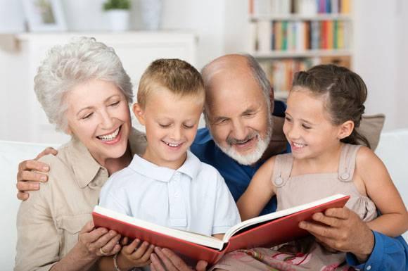 L'Angolo di Marta Lock: Col buonsenso dei nonni, manuale per genitori moderni di Laila Cresta
